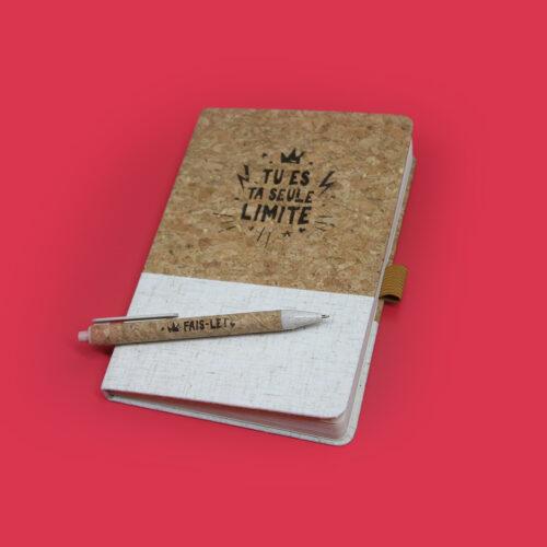 uni-d-journal-en-liege-objet-promo-gravure